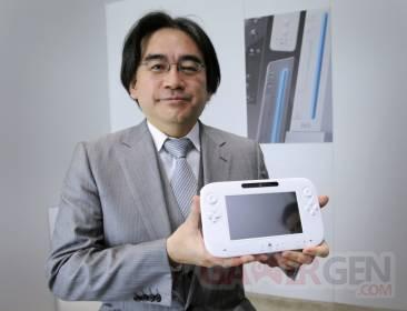 Satoru Iwata satoru_iwata_wii_u_gamepad